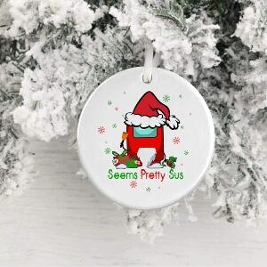 Adorno Navidad seems pretty sus con regalos Among Us