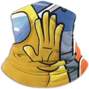 Bandana personaje naranja persiguiendo a personaje amarillo Among Us