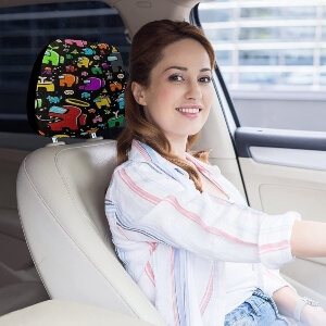 Fundas de reposacabezas de Among Us en un asiento del coche