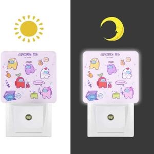 Mini luces de Among Us por la noche y dia
