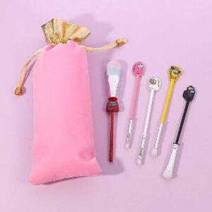 Productos y bolsa cosmetica Among Us