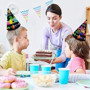 Sombreros de fiesta de Among Us con tarta