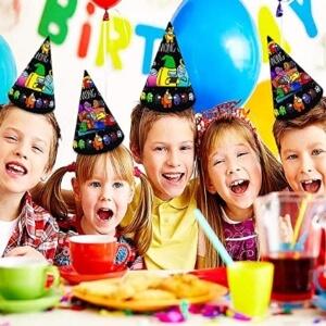 Sombreros de fiesta de Among Us en fiesta infantil